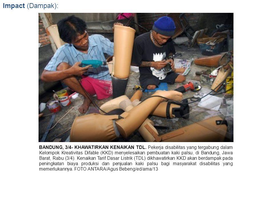 Impact (Dampak): BANDUNG, 3/4- KHAWATIRKAN KENAIKAN TDL. Pekerja disabilitas yang tergabung dalam Kelompok Kreativitas Difable (KKD) menyelesaikan pem
