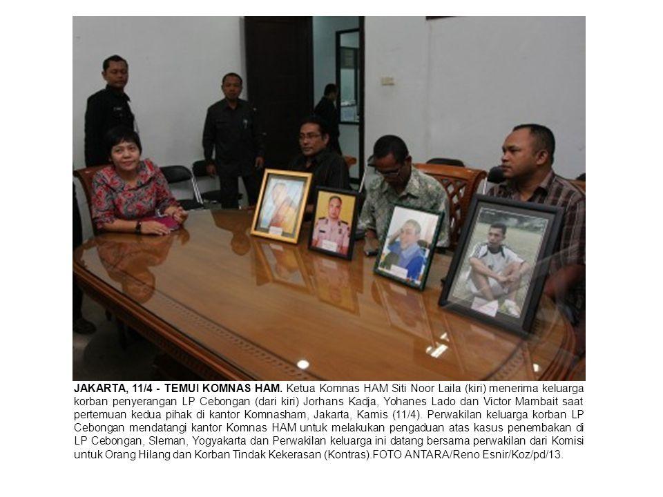 JAKARTA, 11/4 - TEMUI KOMNAS HAM. Ketua Komnas HAM Siti Noor Laila (kiri) menerima keluarga korban penyerangan LP Cebongan (dari kiri) Jorhans Kadja,