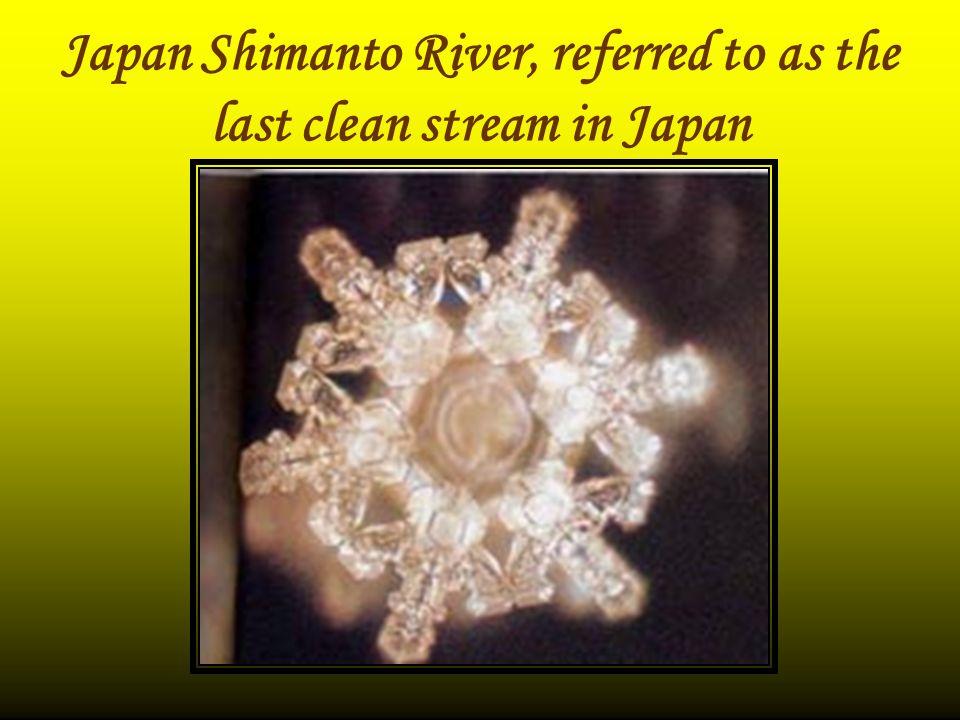 Doa seseorang yang dengan perasaan yang mendalam, tulus dan suci pada air struktur kristalnya terang dan bersih.