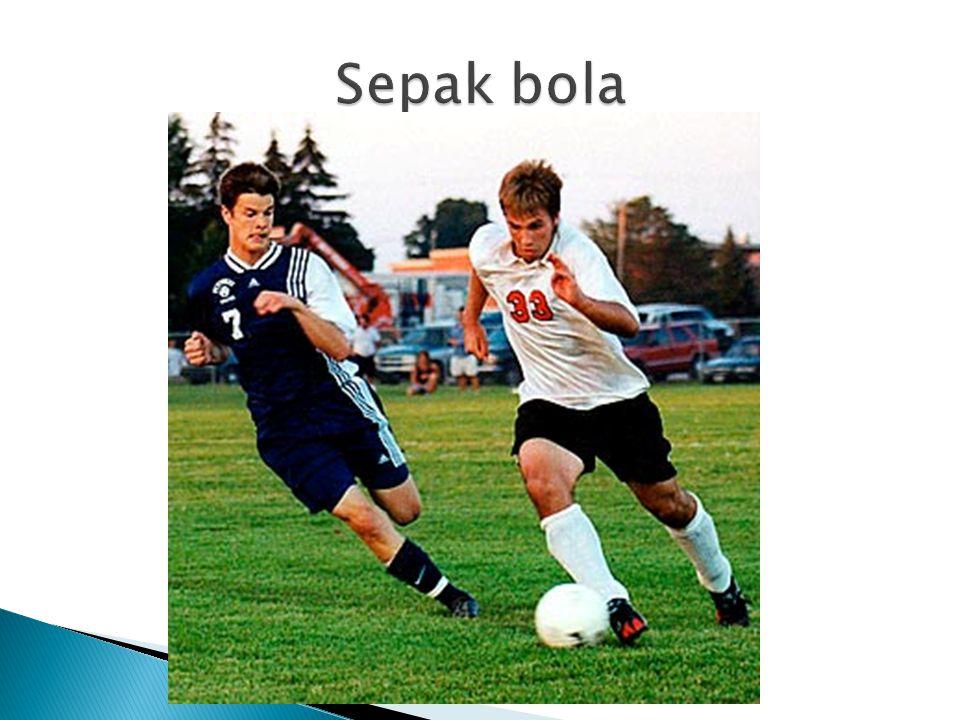  Bulu tangkis sangat populer di Indonesia  =  Badminton is very popular in Indonesia  Futbal sangat populer di Australia  =  Football is very popular in Australia