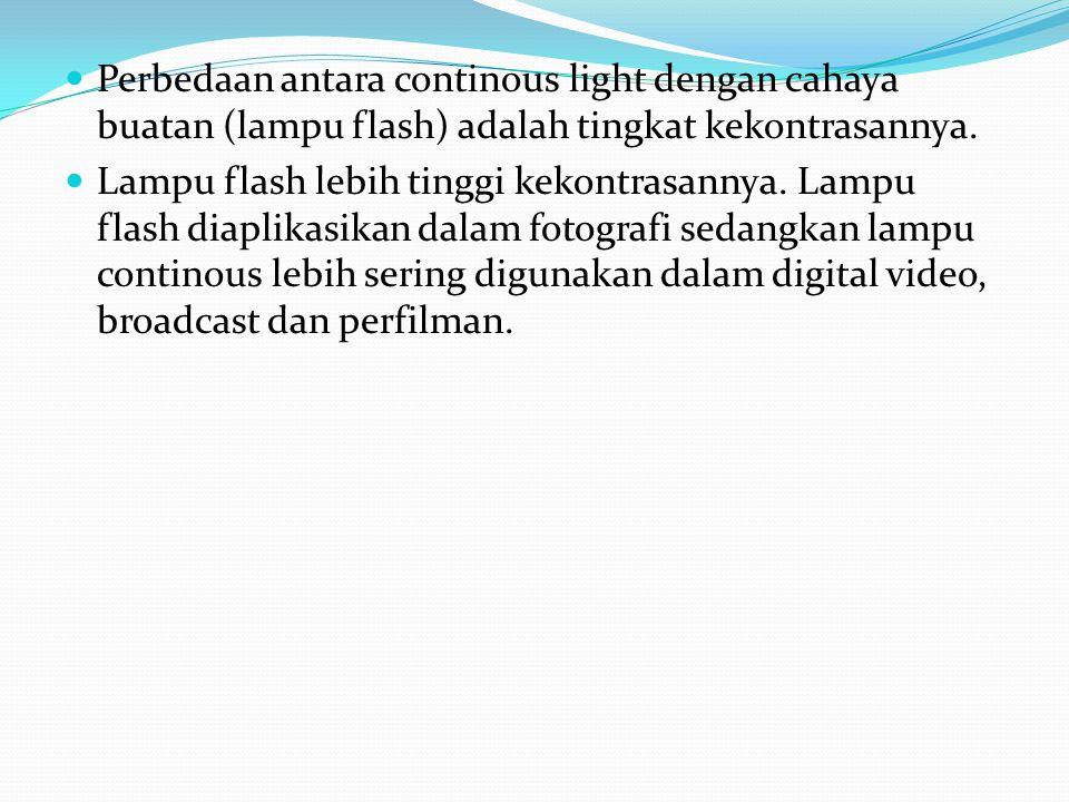 Perbedaan antara continous light dengan cahaya buatan (lampu flash) adalah tingkat kekontrasannya. Lampu flash lebih tinggi kekontrasannya. Lampu flas