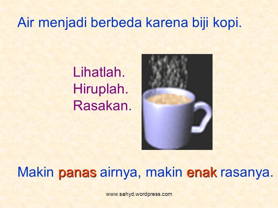 Air menjadi berbeda karena biji kopi.Lihatlah. Hiruplah.