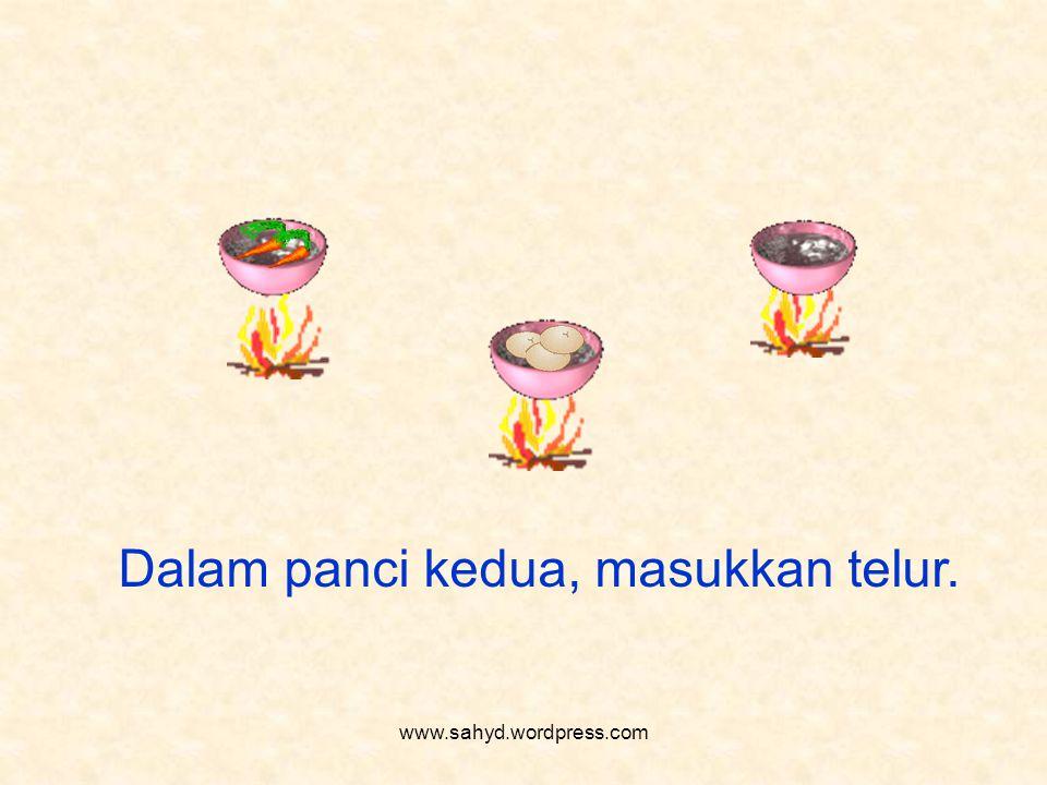 Dalam panci kedua, masukkan telur. www.sahyd.wordpress.com