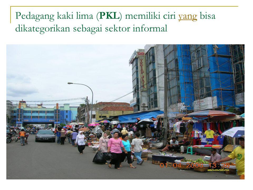 Pedagang kaki lima (PKL) memiliki ciri yang bisa dikategorikan sebagai sektor informalyang