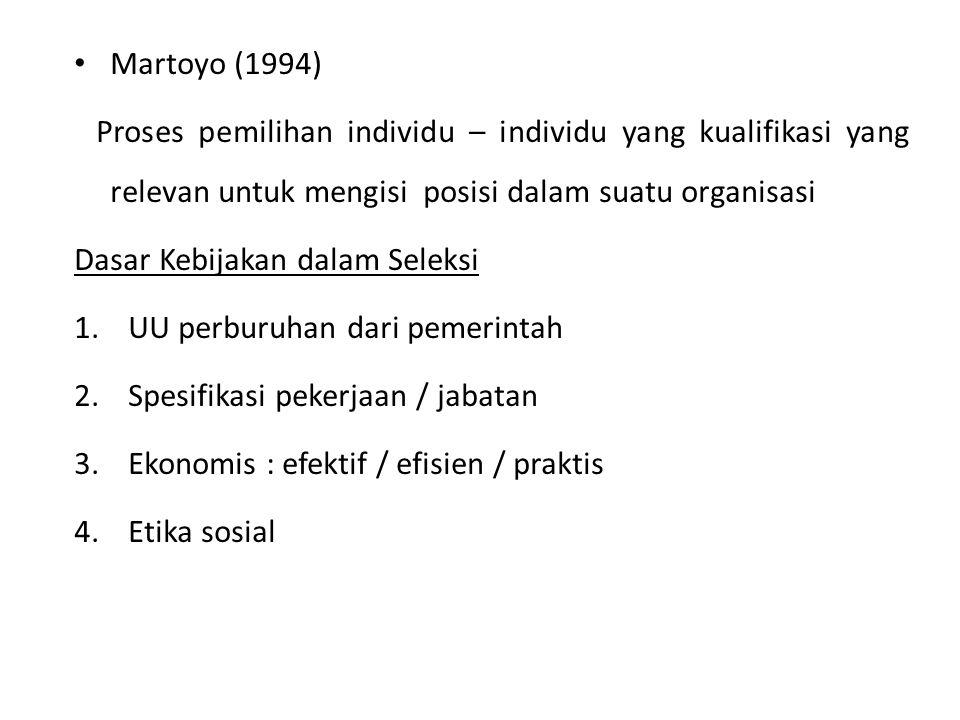 Martoyo (1994) Proses pemilihan individu – individu yang kualifikasi yang relevan untuk mengisi posisi dalam suatu organisasi Dasar Kebijakan dalam Seleksi 1.UU perburuhan dari pemerintah 2.Spesifikasi pekerjaan / jabatan 3.Ekonomis : efektif / efisien / praktis 4.Etika sosial