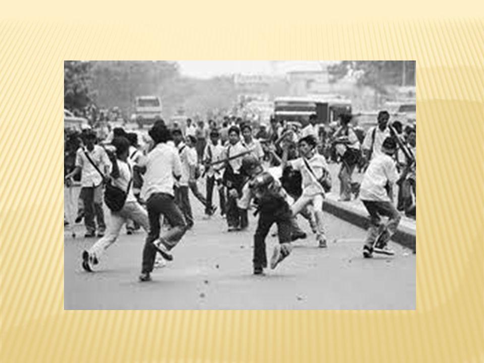  Ancaman dari dalam : pemberontakkan (GAM- OPM-RMS), disintegrasi, perkelahian pelajar  Ancaman dari luar : infiltrasi (penyerangan terhadap negara