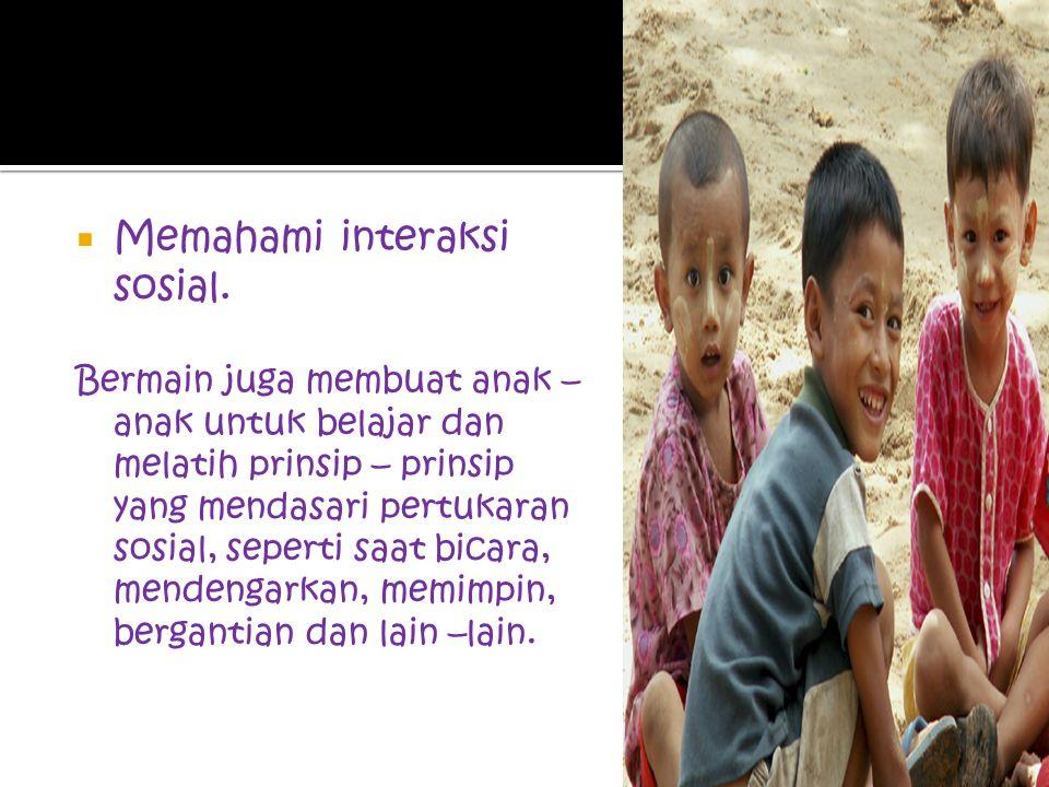 o Belajar peran –peran sosial Ketika bermain, anak – anak memiliki kesempatan untuk belajar tentang dunia sosial dimana mereka tinggal. Proses memberi