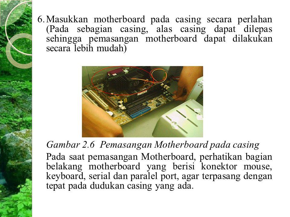 6.Masukkan motherboard pada casing secara perlahan (Pada sebagian casing, alas casing dapat dilepas sehingga pemasangan motherboard dapat dilakukan se