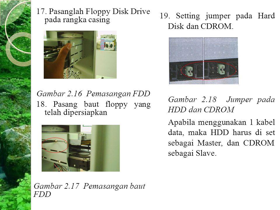 17. Pasanglah Floppy Disk Drive pada rangka casing Gambar 2.16 Pemasangan FDD 18. Pasang baut floppy yang telah dipersiapkan Gambar 2.17 Pemasangan ba