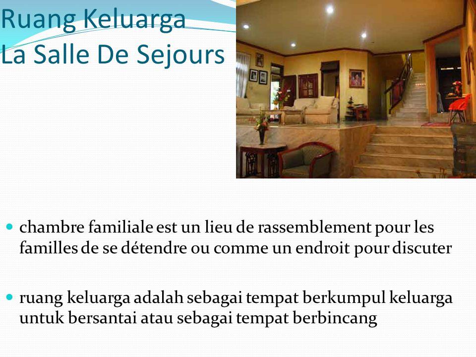 Ruang Keluarga La Salle De Sejours chambre familiale est un lieu de rassemblement pour les familles de se détendre ou comme un endroit pour discuter r