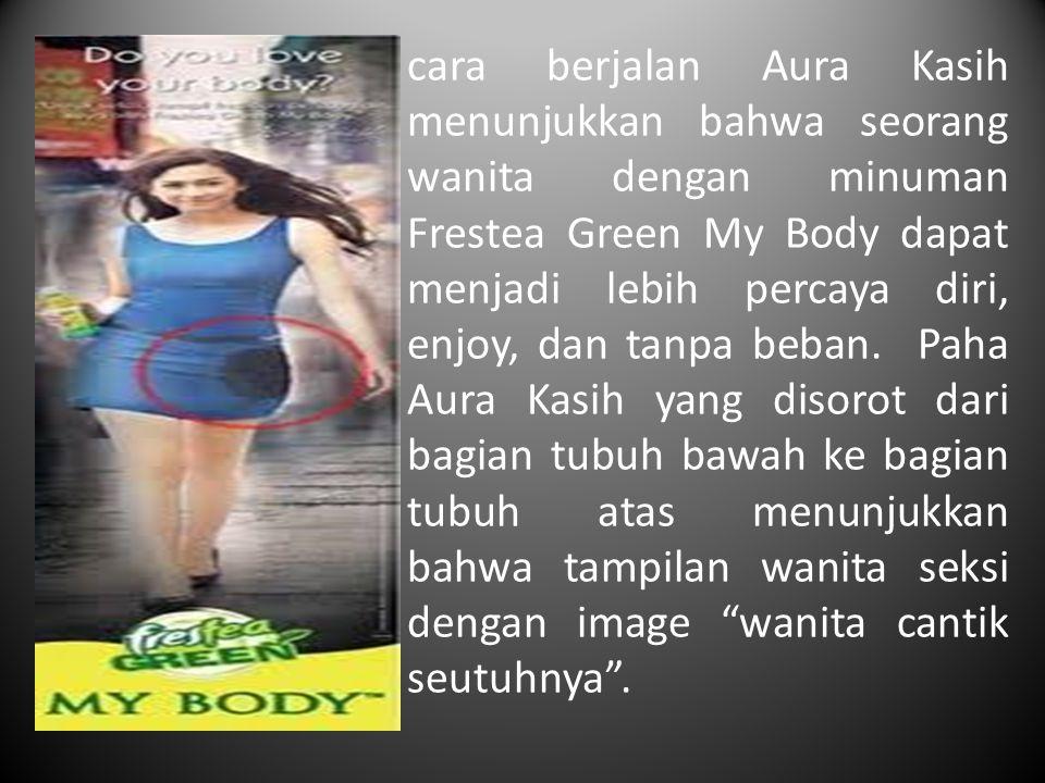 cara berjalan Aura Kasih menunjukkan bahwa seorang wanita dengan minuman Frestea Green My Body dapat menjadi lebih percaya diri, enjoy, dan tanpa beba