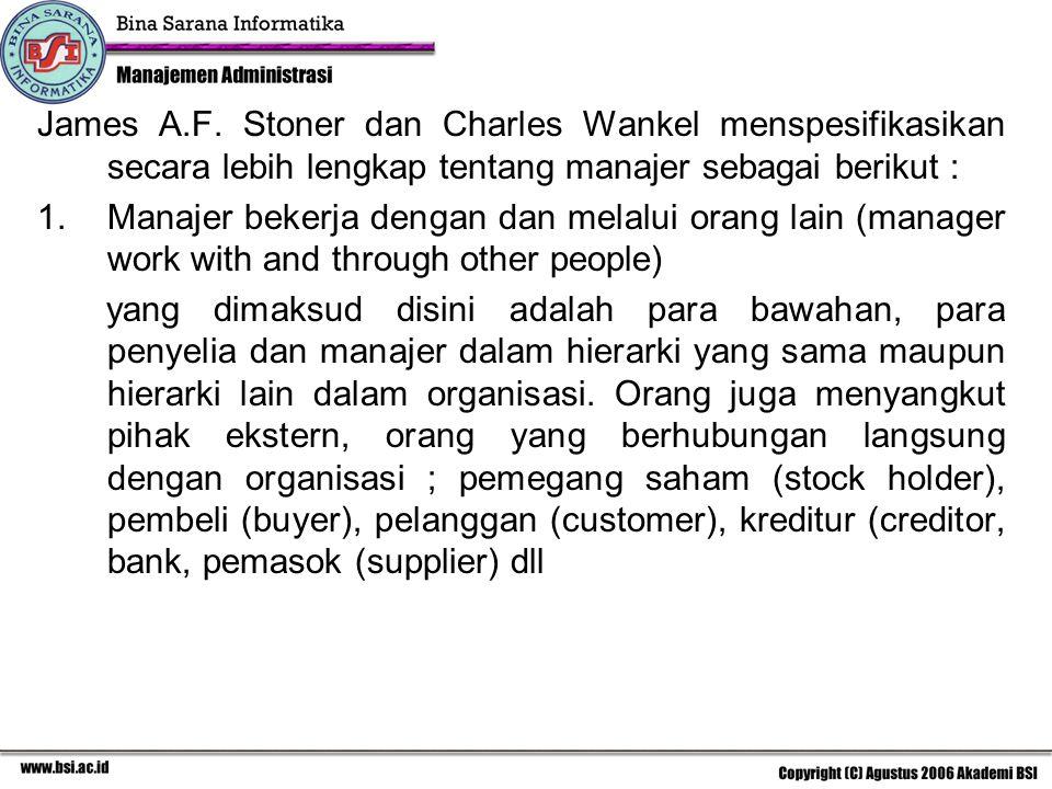 2.Perbedaan antara manajemen, manajer dan kepemimpinan dilihat dari: a.