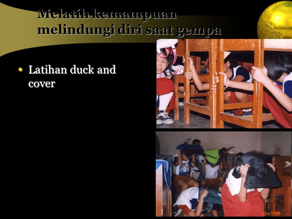 Melatih kemampuan melindungi diri saat gempa Latihan duck and cover Latihan duck and cover