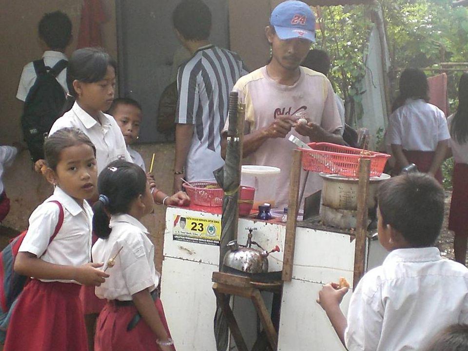 2 (dua) masalah yang harus diperhatikan saat ini: Peningkatan keamanan jajanan anak sekolah Penerapan Kawasan Tanpa Rokok di lingkungan Sekolah