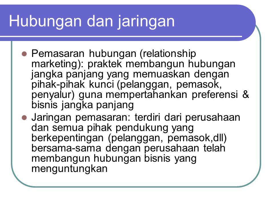 Hubungan dan jaringan Pemasaran hubungan (relationship marketing): praktek membangun hubungan jangka panjang yang memuaskan dengan pihak-pihak kunci (