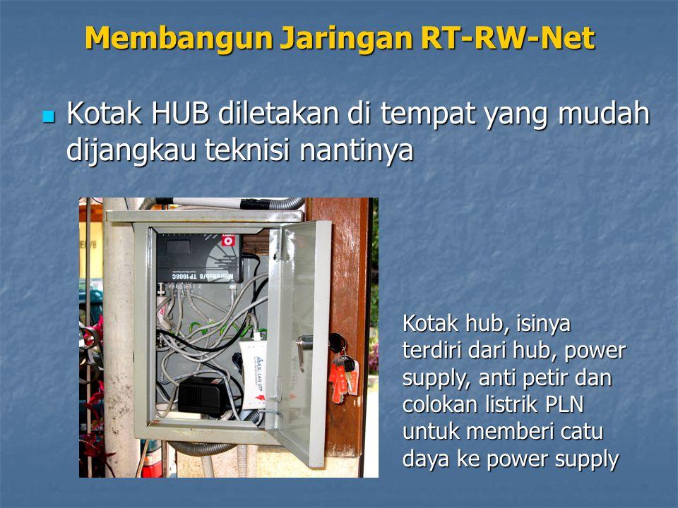 Membangun Jaringan RT-RW-Net Kotak HUB diletakan di tempat yang mudah dijangkau teknisi nantinya Kotak HUB diletakan di tempat yang mudah dijangkau teknisi nantinya Kotak hub, isinya terdiri dari hub, power supply, anti petir dan colokan listrik PLN untuk memberi catu daya ke power supply