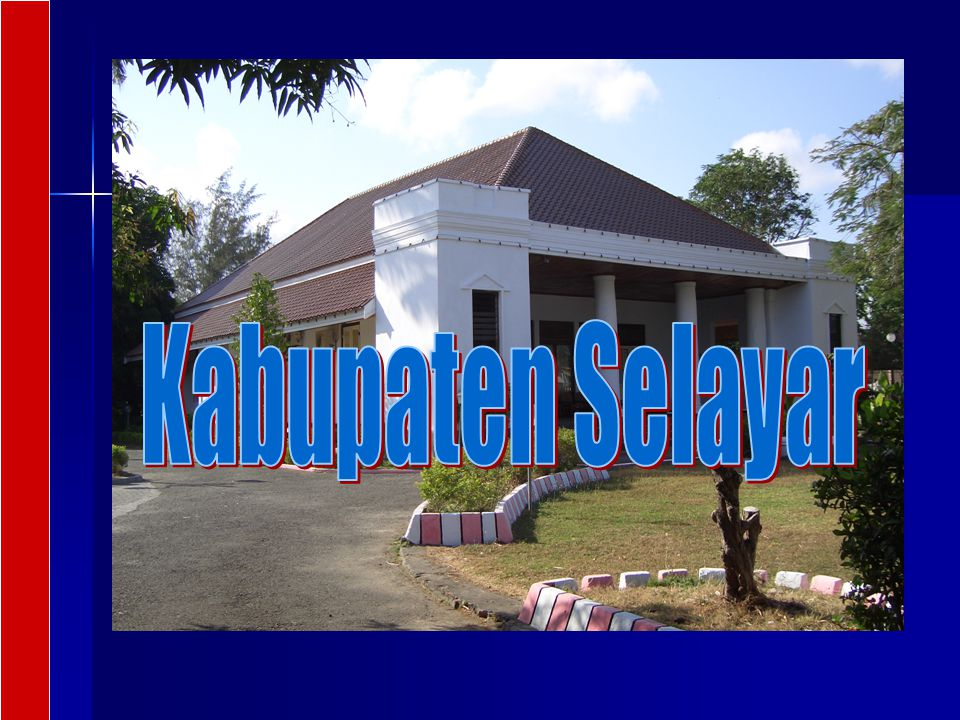Sekilas Selayar Letak geografis: Sulawesi Selatan paling selatan 05º 42' - 07º 35' LS dan 120º 15' - 122º 30' BT Letak geografis: Sulawesi Selatan paling selatan 05º 42' - 07º 35' LS dan 120º 15' - 122º 30' BT Luas wilayah 903,35 km 2 terdiri 10 Kecamatan, 67 desa dan 9 kelurahan Luas wilayah 903,35 km 2 terdiri 10 Kecamatan, 67 desa dan 9 kelurahan Jumlah Penduduk 2003: 109.979 jiwa, 52.064 laki-laki dan 57.915 perempuan.