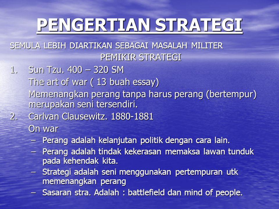 PENGERTIAN STRATEGI SEMULA LEBIH DIARTIKAN SEBAGAI MASALAH MILITER PEMIKIR STRATEGI 1.Sun Tzu. 400 – 320 SM The art of war ( 13 buah essay) Memenangka