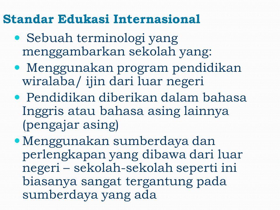 Beberapa sekolah internasional memilih variasi kurikulum yang disampaikan oleh guru dengan latar belakang budaya dan pendidikan yang beragam Sekolah-sekolah Internasional