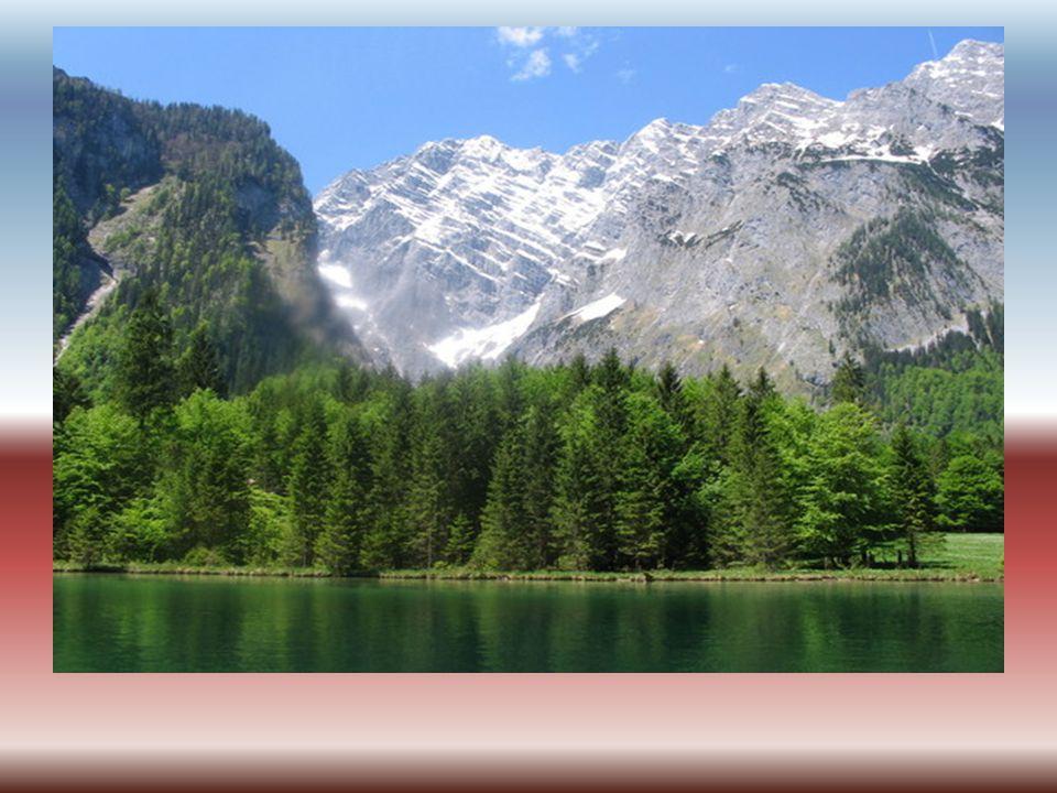 Sirkum Medetarian berawal dari Pegunungan Alpen di Eropa kemudian menyambung ke pegunungan Himalaya di Asia lalu memasuki Indonesia melalui Pulau Sumatra.