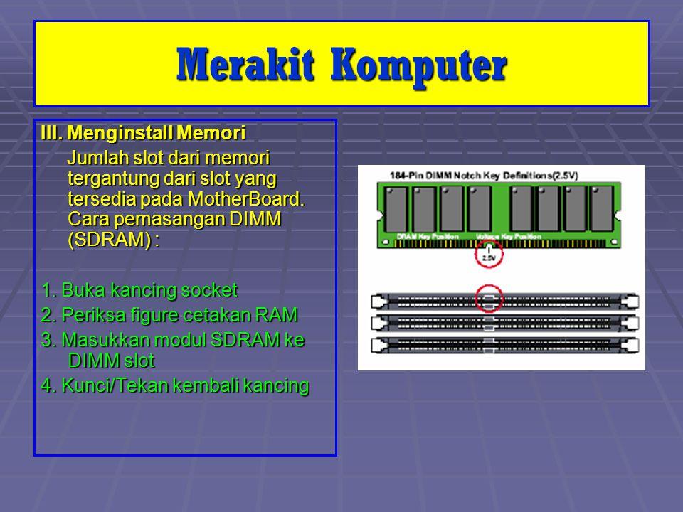 III. Menginstall Memori Jumlah slot dari memori tergantung dari slot yang tersedia pada MotherBoard. Cara pemasangan DIMM (SDRAM) : Jumlah slot dari m