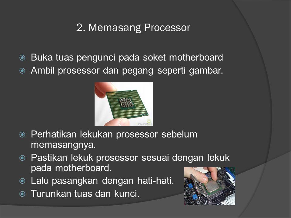 2. Memasang Processor  Buka tuas pengunci pada soket motherboard  Ambil prosessor dan pegang seperti gambar.  Perhatikan lekukan prosessor sebelum