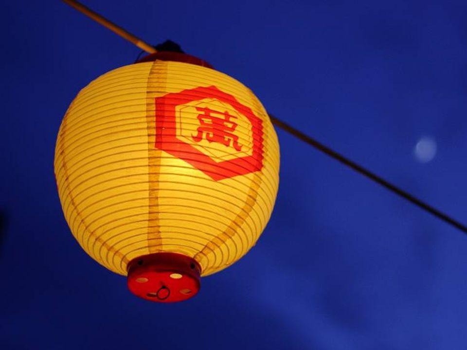 Versi Ketiga Bermula pada masa pemerintahan Kaisar Wu Di dari Dinasti Han. Di istana Wu Di tinggal seorang pembantu istana bernama Yuanxiao. Yuanxiao