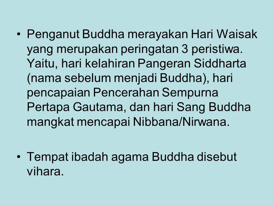 Penganut Buddha merayakan Hari Waisak yang merupakan peringatan 3 peristiwa. Yaitu, hari kelahiran Pangeran Siddharta (nama sebelum menjadi Buddha), h