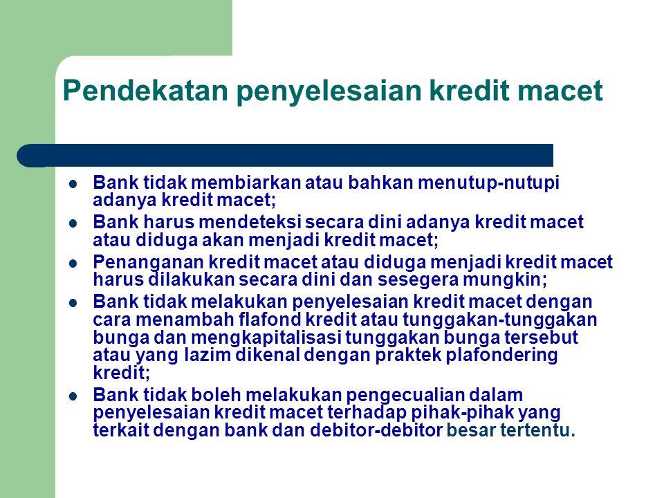 Pendekatan penyelesaian kredit macet Bank tidak membiarkan atau bahkan menutup-nutupi adanya kredit macet; Bank harus mendeteksi secara dini adanya kr