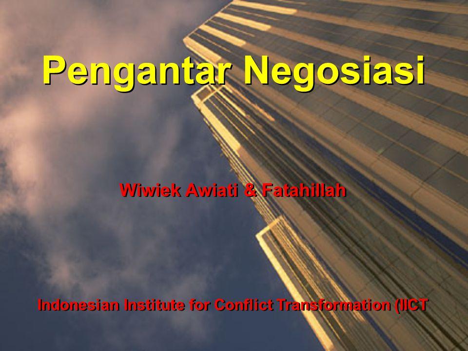 Pengantar Negosiasi Wiwiek Awiati & Fatahillah Indonesian Institute for Conflict Transformation (IICT