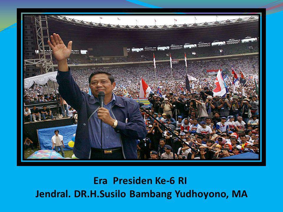 Era Reformasi Jilid IV: 1.Terpilih secara Demokratis sebagai Presiden 2 periode (2004- 2009) dan (2009-2014) 2.Didukung oleh Partai Demokrat, kaum Nasionalis, Islam tradisonalis, Islam Modern, Etnis Tionghoa, dll 3.Reformasi birokrasi, ekonomi dan politik secara bertahap untuk perbaikan sistem di Indonesia 4.Menaikan Gaji PNS 10% setiap tahunnya selama masa kepemimpinannya 5.Banyak membentuk Badan dan staf khusus yang bertujuan untuk membantu kelancaran kinerja presiden 6.Membentuk kabinet Indonesia bersatu Jilid I dan Jilid II 7.Stabilisasi nilai tukar rupiah terhadap dollar terus diupayakan agar sesuai dengan asumsi APBN yang ada 8.Berusaha menyelamatkan keuangan negara dari korupsi dengan mensinergikan KPK, Kejaksaan dan Kepolisian