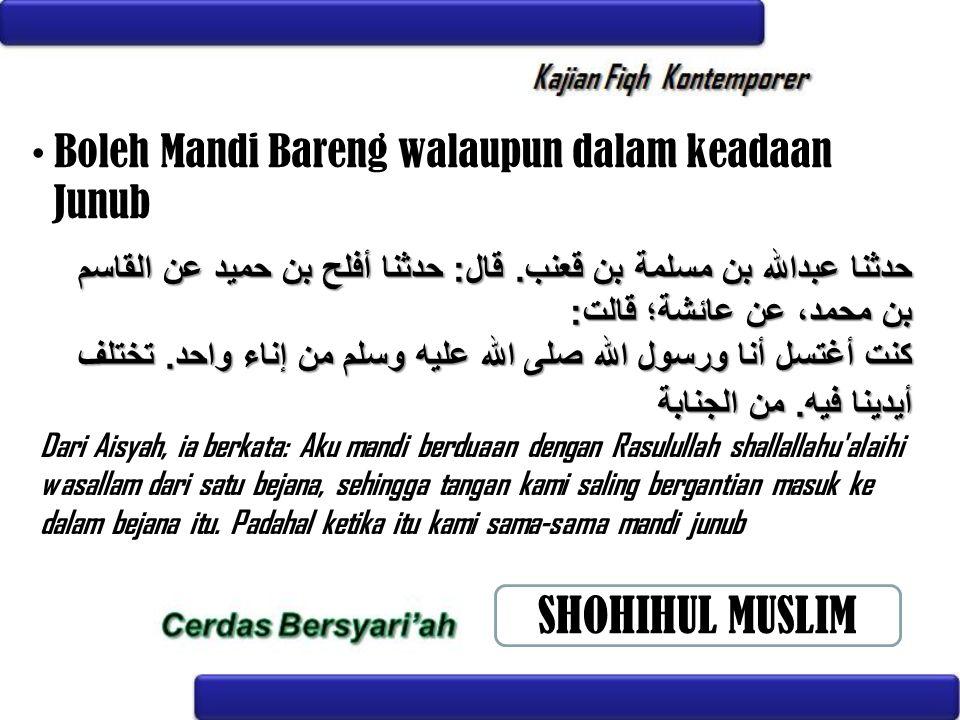 Boleh Mandi Bareng walaupun dalam keadaan Junub Dari Aisyah, ia berkata: Aku mandi berduaan dengan Rasulullah shallallahu'alaihi wasallam dari satu be
