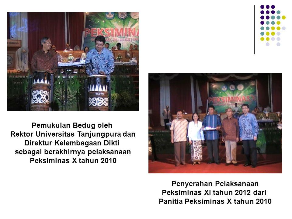 Pemukulan Bedug oleh Rektor Universitas Tanjungpura dan Direktur Kelembagaan Dikti sebagai berakhirnya pelaksanaan Peksiminas X tahun 2010 Penyerahan