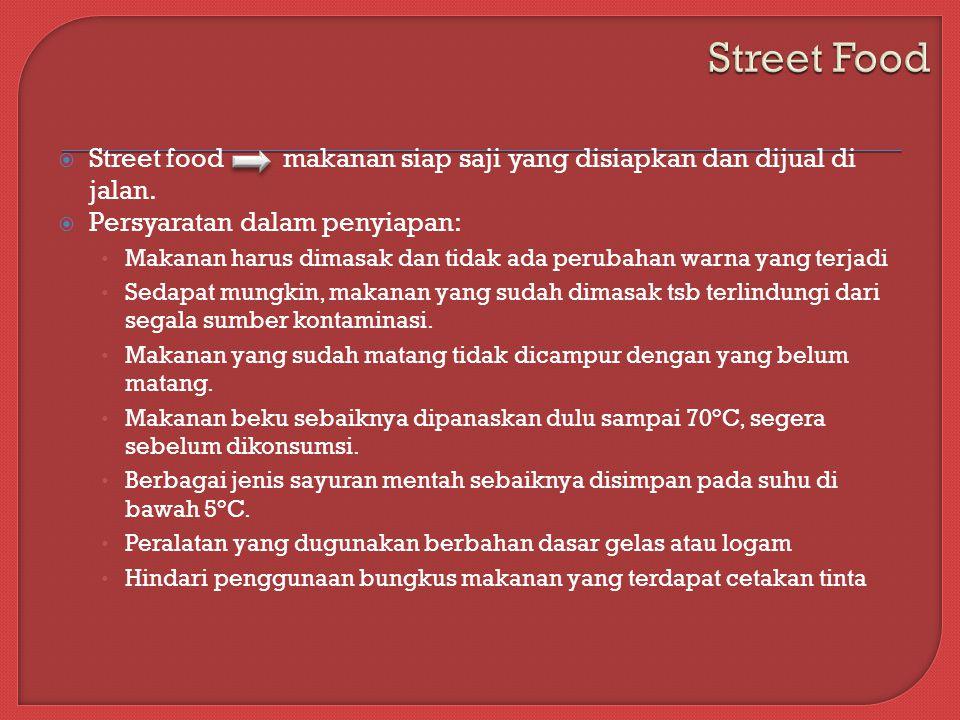  Street food makanan siap saji yang disiapkan dan dijual di jalan.
