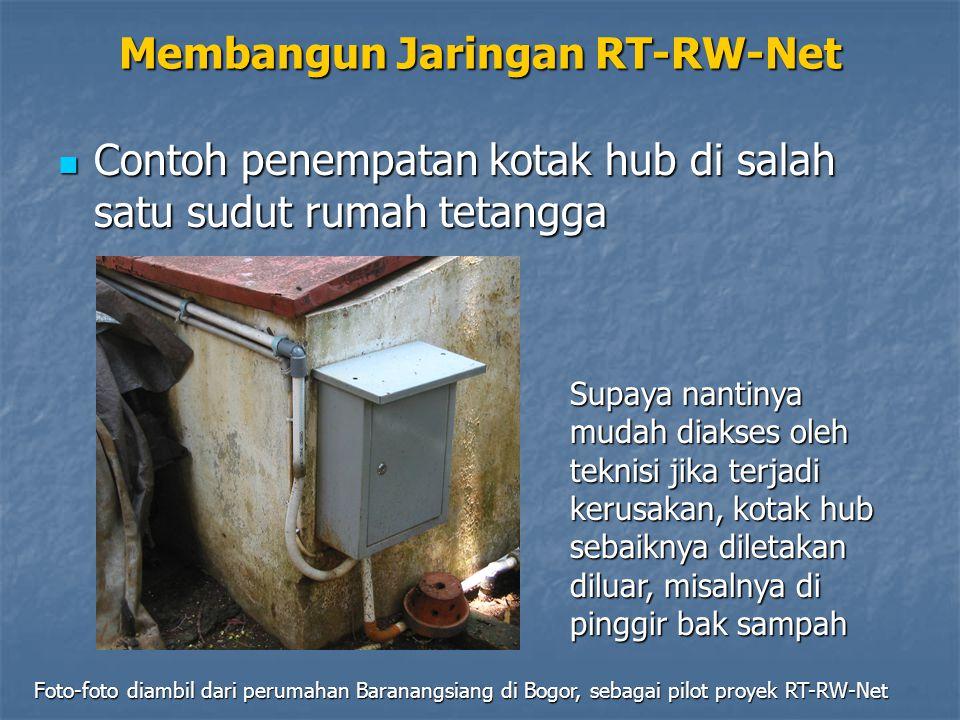 Membangun Jaringan RT-RW-Net Contoh penempatan kotak hub di salah satu sudut rumah tetangga Contoh penempatan kotak hub di salah satu sudut rumah teta