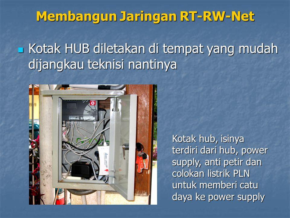 Membangun Jaringan RT-RW-Net Pastikan di setiap lekukan dipasang knee dengan lem plastik, supaya jangan masuk air Kotak HUB diletakan di tempat yang mudah dijangkau teknisi nantinya Kotak HUB diletakan di tempat yang mudah dijangkau teknisi nantinya Kotak hub, isinya terdiri dari hub, power supply, anti petir dan colokan listrik PLN untuk memberi catu daya ke power supply