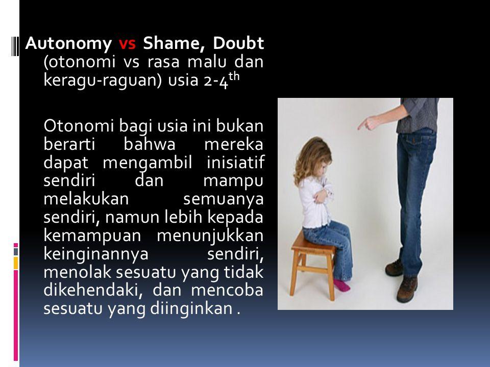 Autonomy vs Shame, Doubt (otonomi vs rasa malu dan keragu-raguan) usia 2-4 th Otonomi bagi usia ini bukan berarti bahwa mereka dapat mengambil inisiat