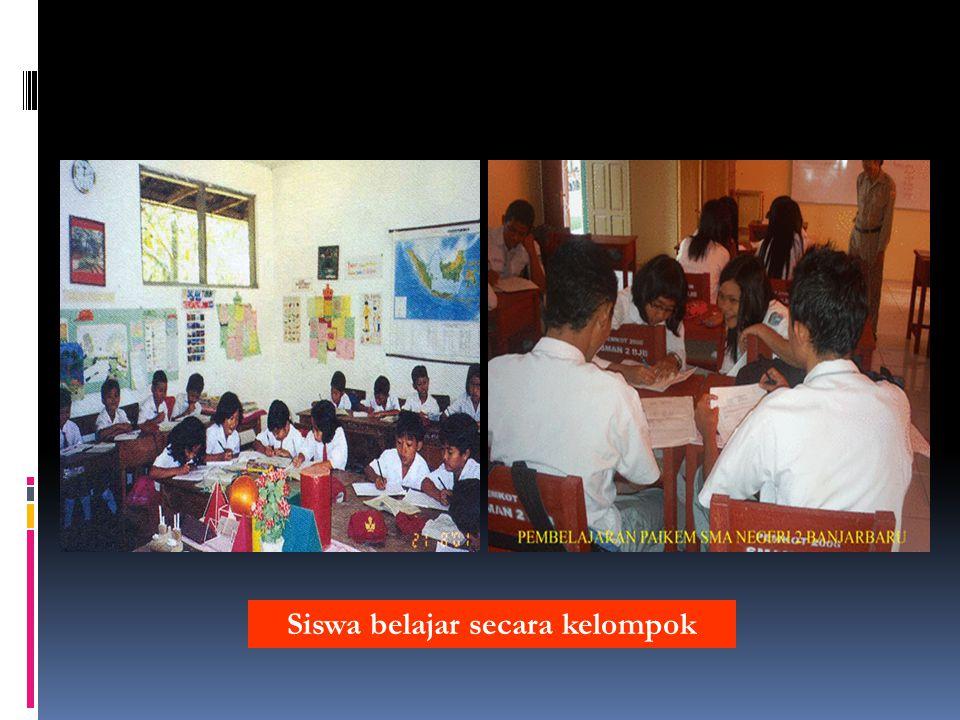 Siswa belajar secara kelompok