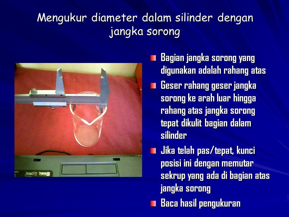Mengukur diameter dalam silinder dengan jangka sorong Bagian jangka sorong yang digunakan adalah rahang atas Geser rahang geser jangka sorong ke arah