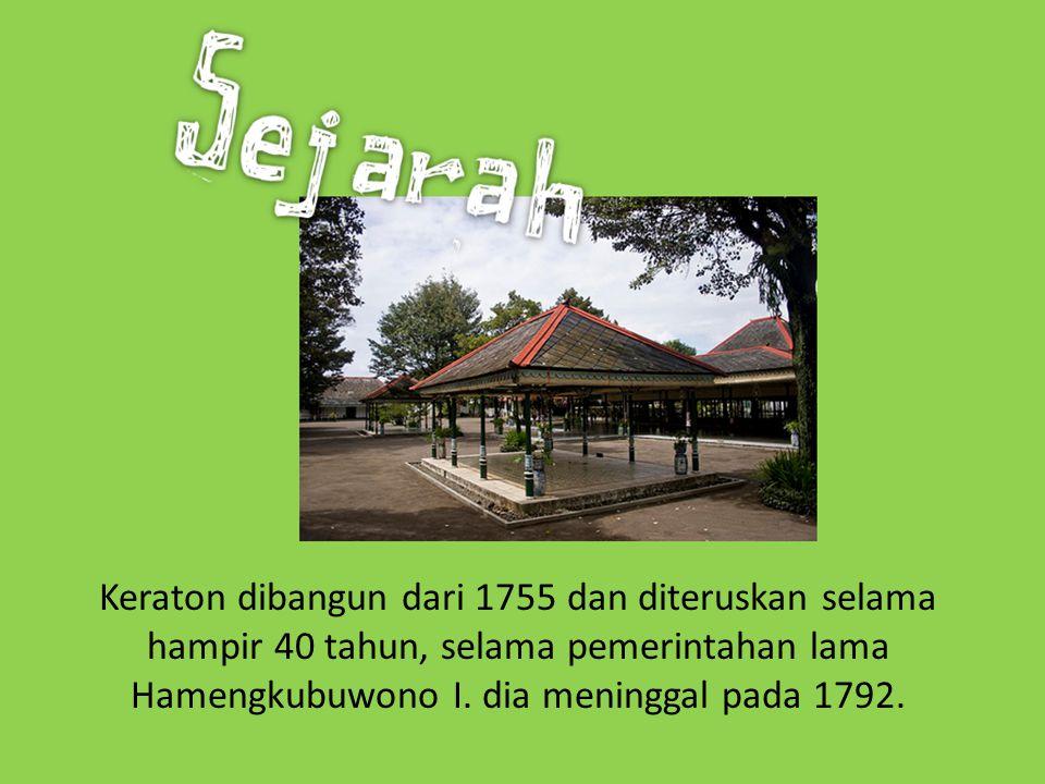 Keraton dibangun dari 1755 dan diteruskan selama hampir 40 tahun, selama pemerintahan lama Hamengkubuwono I.