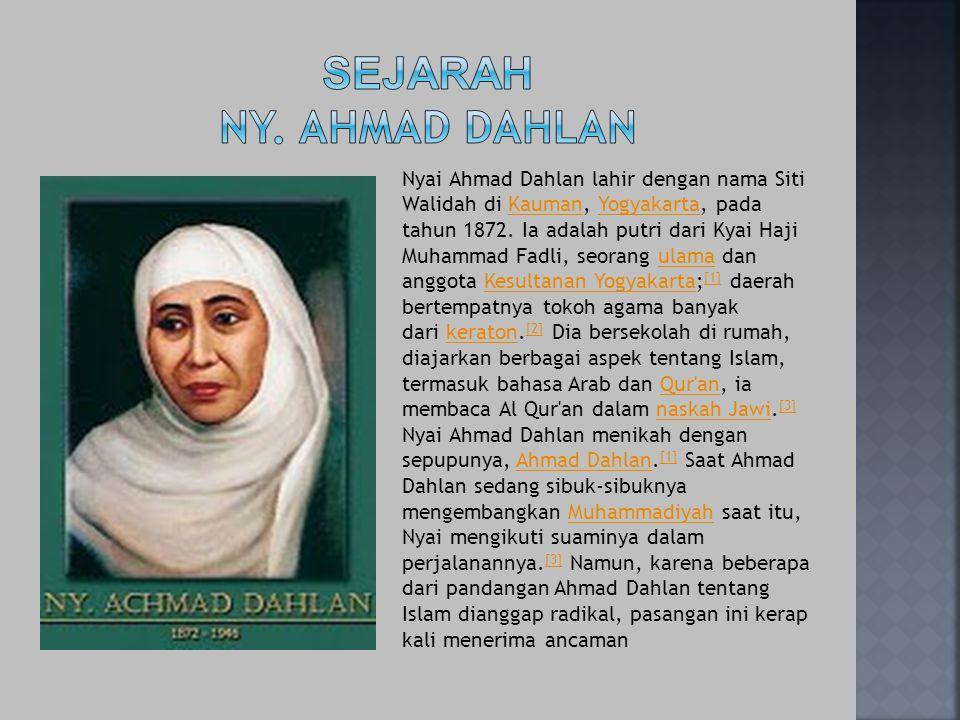 Nyai Ahmad Dahlan lahir dengan nama Siti Walidah di Kauman, Yogyakarta, pada tahun 1872. Ia adalah putri dari Kyai Haji Muhammad Fadli, seorang ulama