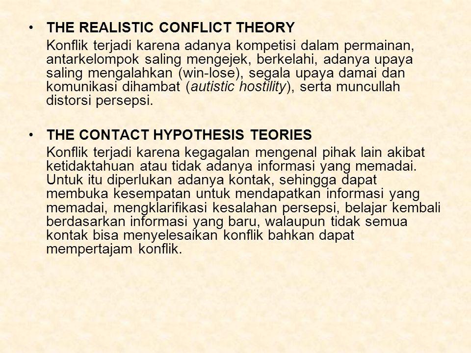 THE REALISTIC CONFLICT THEORY Konflik terjadi karena adanya kompetisi dalam permainan, antarkelompok saling mengejek, berkelahi, adanya upaya saling m