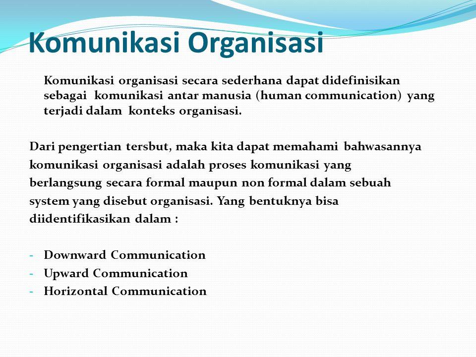 Komunikasi Massa Suatu proses dimana organisasi media memproduksi dan menyebarkan pesan kepada public secara luas.