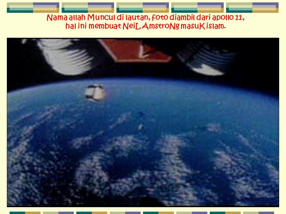 Nama allah Muncul di lautan, foto diambil dari apollo 11, hal ini membuat NeiL AmstroNg masuK islam.