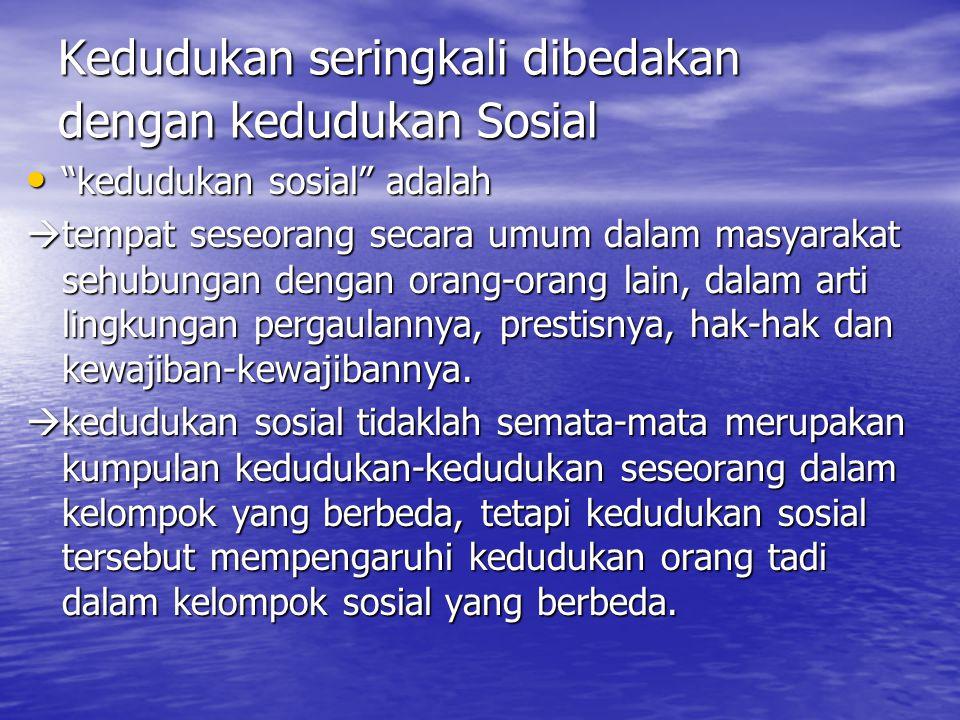 """Kedudukan seringkali dibedakan dengan kedudukan Sosial """"kedudukan sosial"""" adalah """"kedudukan sosial"""" adalah  tempat seseorang secara umum dalam masyar"""
