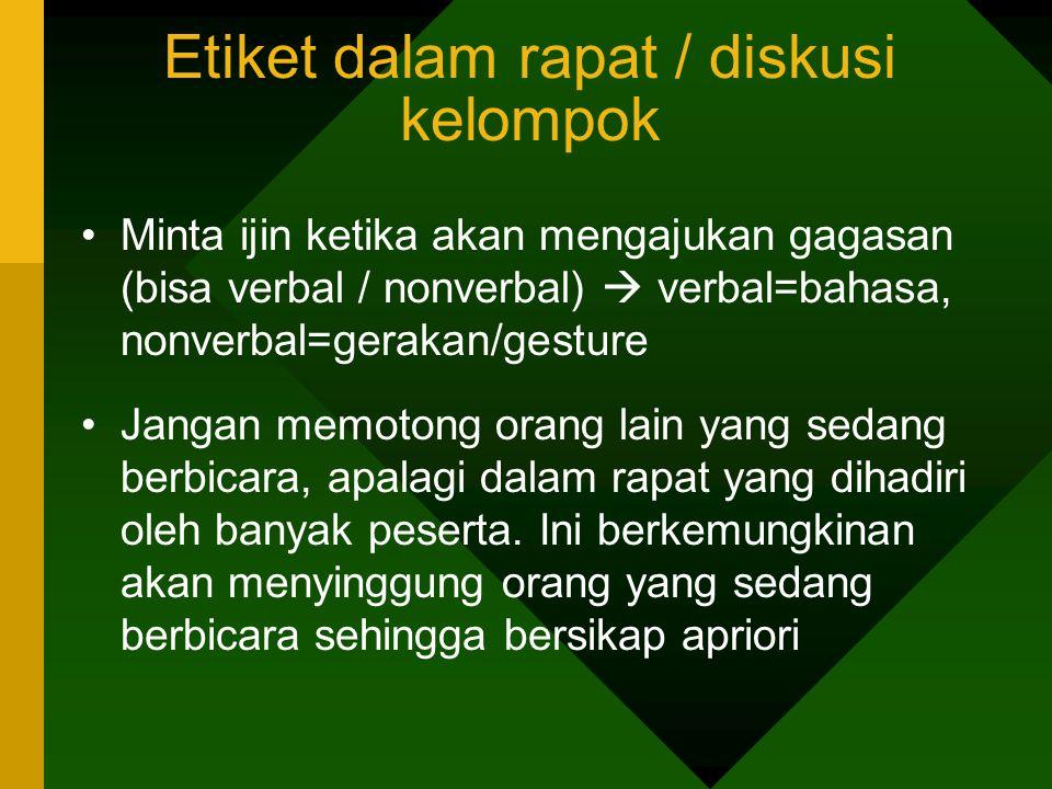 Etiket dalam rapat / diskusi kelompok Minta ijin ketika akan mengajukan gagasan (bisa verbal / nonverbal)  verbal=bahasa, nonverbal=gerakan/gesture J