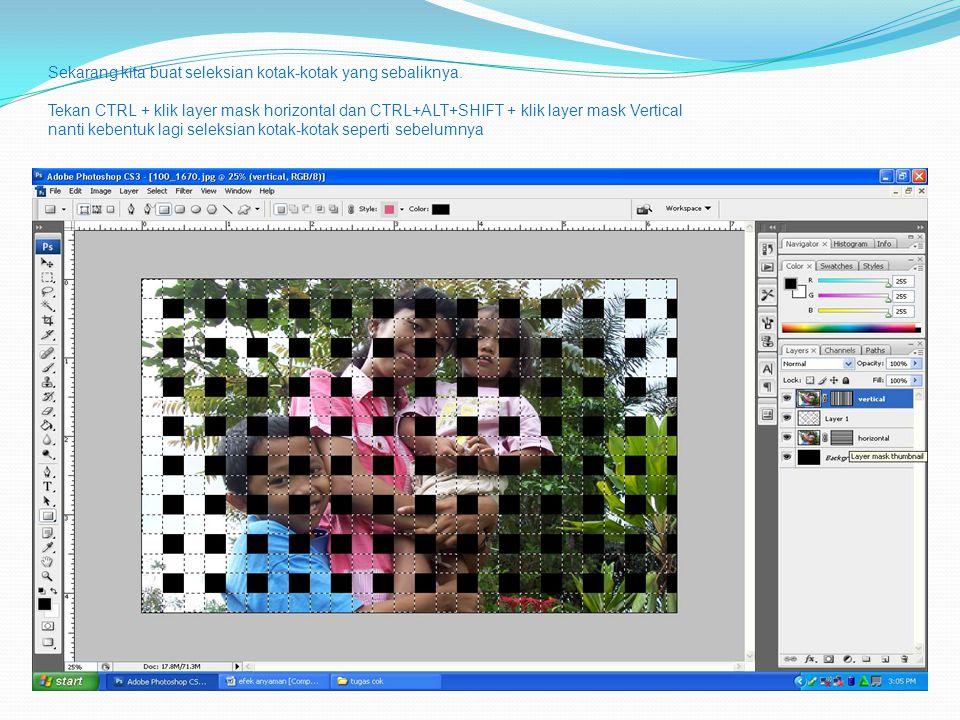 Sekarang kita buat seleksian kotak-kotak yang sebaliknya. Tekan CTRL + klik layer mask horizontal dan CTRL+ALT+SHIFT + klik layer mask Vertical nanti