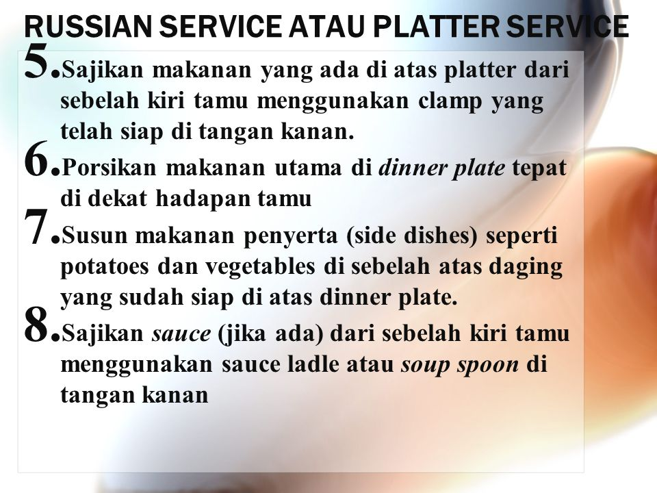 RUSSIAN SERVICE ATAU PLATTER SERVICE 5. Sajikan makanan yang ada di atas platter dari sebelah kiri tamu menggunakan clamp yang telah siap di tangan ka