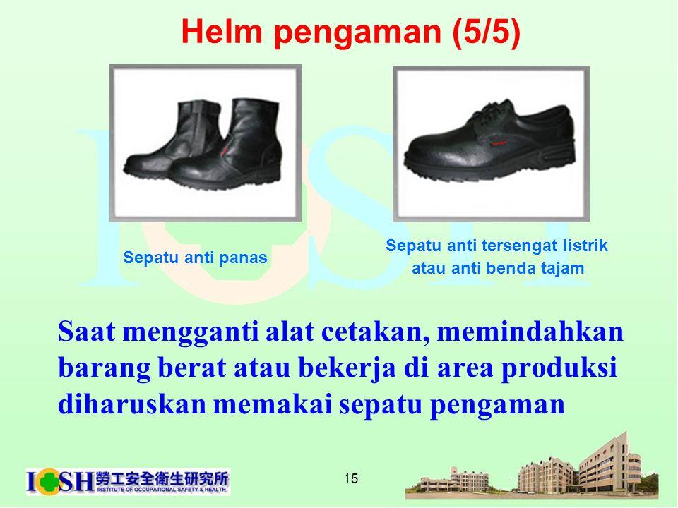 15 Saat mengganti alat cetakan, memindahkan barang berat atau bekerja di area produksi diharuskan memakai sepatu pengaman Sepatu anti panas Sepatu ant