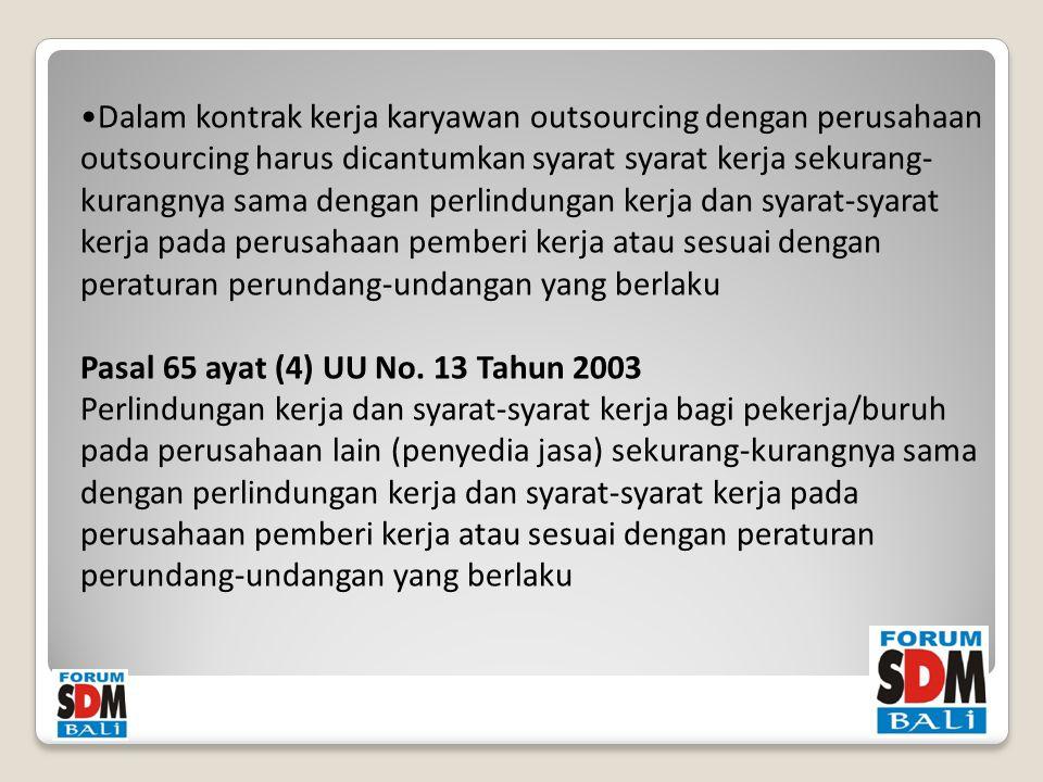 Dalam kontrak kerja karyawan outsourcing dengan perusahaan outsourcing harus dicantumkan syarat syarat kerja sekurang- kurangnya sama dengan perlindungan kerja dan syarat-syarat kerja pada perusahaan pemberi kerja atau sesuai dengan peraturan perundang-undangan yang berlaku Pasal 65 ayat (4) UU No.